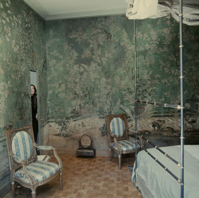 Pauline de Rothschild surely left the door to her gorgeous Paris bedroom closed to preserve the secret garden within created by the hand painted Chinese wallpaper.(Photo courtesy For Pilar~blogspot)