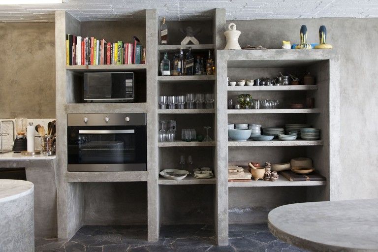 I love this non-kitchen kitchen which flows seamlessly into the rest of the house. (Photo: Ana Hop)