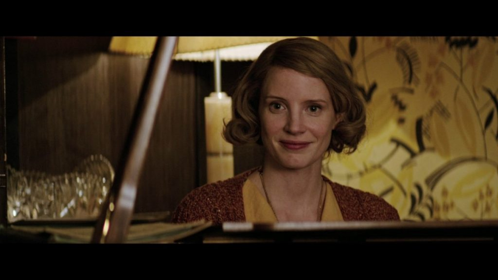 Jessica Chastain as AntoninaŻabiński welcoming their guests into the living room. (Photo: The Zookeeper's Wife)