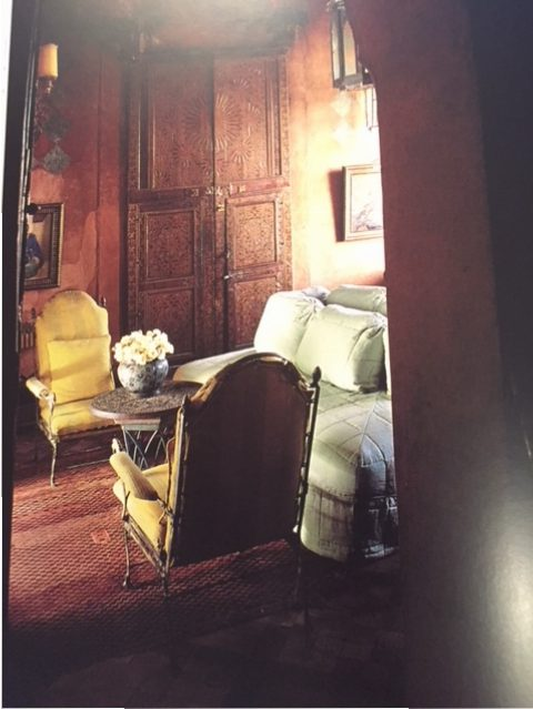 In Willis's salon, the citrus yellow and mint green fabrics almost glow against the brown found in the wooden doors and ceiling, straw mat, and tetlak walls.