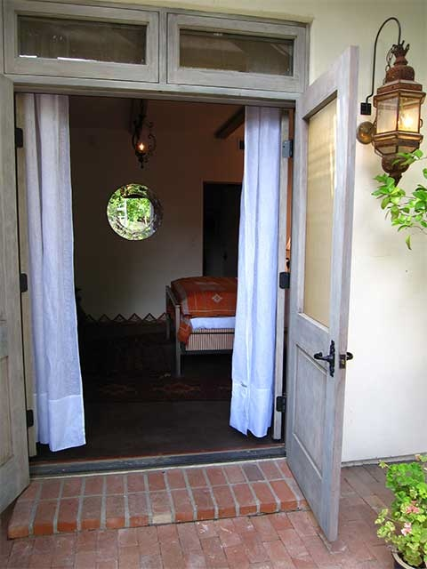 Guest house entry by Casa V Interiors. (Photo: Alex Leyton)