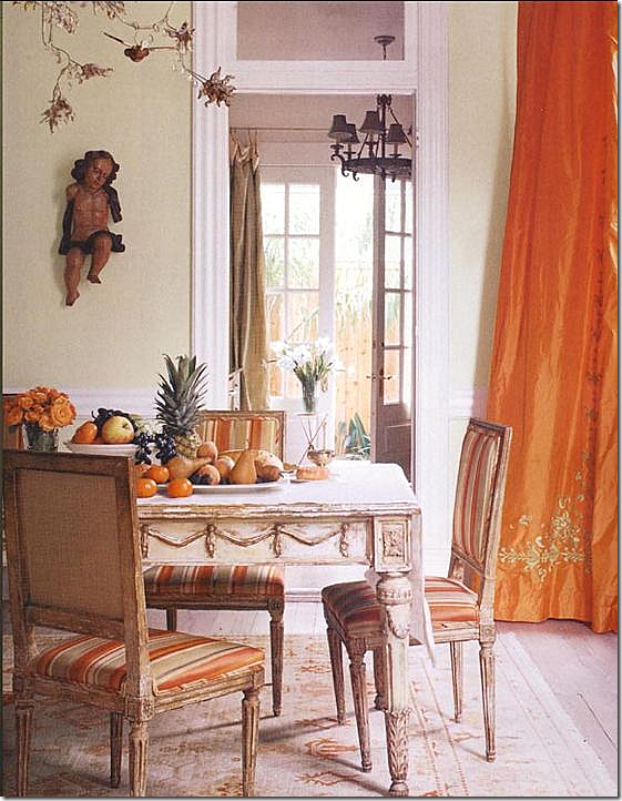 Gerrie Bremermann repeatedly used beautiful antiques, warm colors, and billowy silk curtains. (Photo: vreelandroad.com)