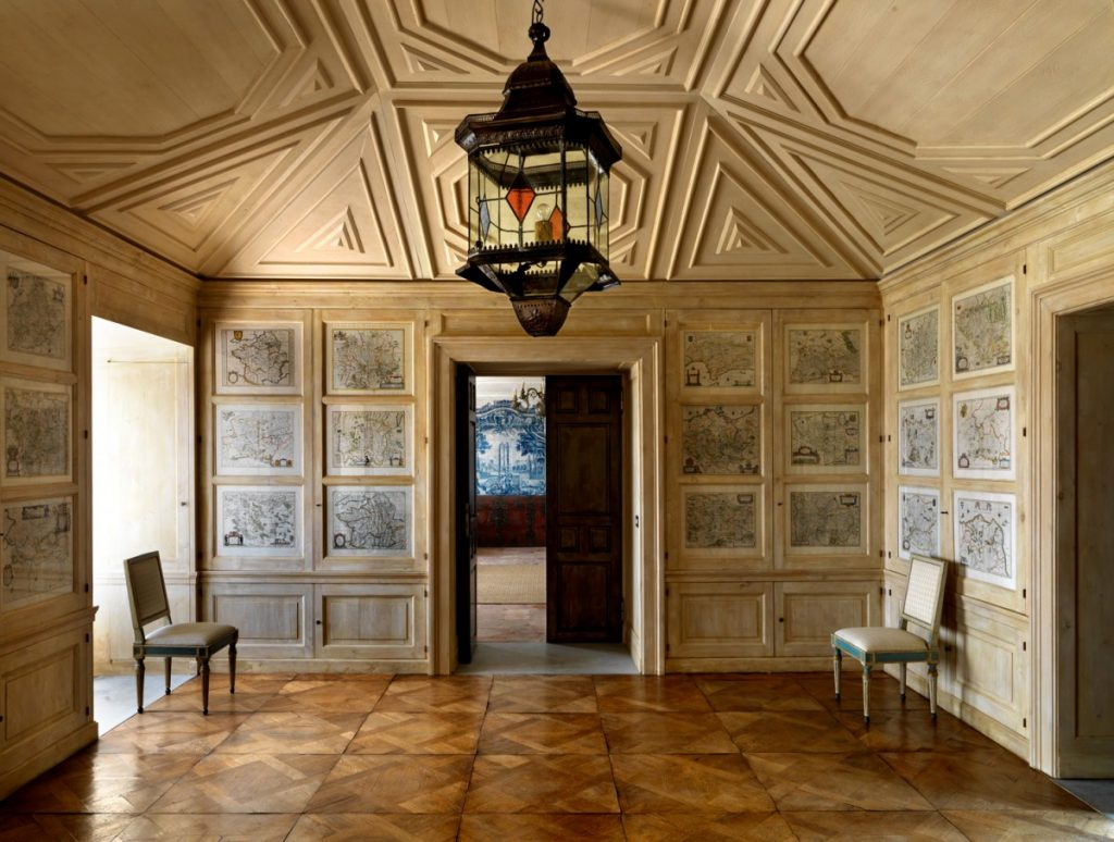 Cupboards holding the house linens are decorated with 17th century maps. Gibraltar. (Photo: Roberto Peregalli)