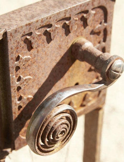 Hardware detail from Richard Hallberg's house. (Photo: Max Kim-Bee)
