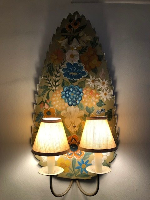 I love these sconces and will need to recreate them someday for either a client or myself.